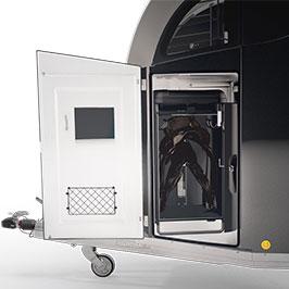 Professional-Sattelkammer – Mit einem Handgriff Platz für einen mobilen Sattelschrank